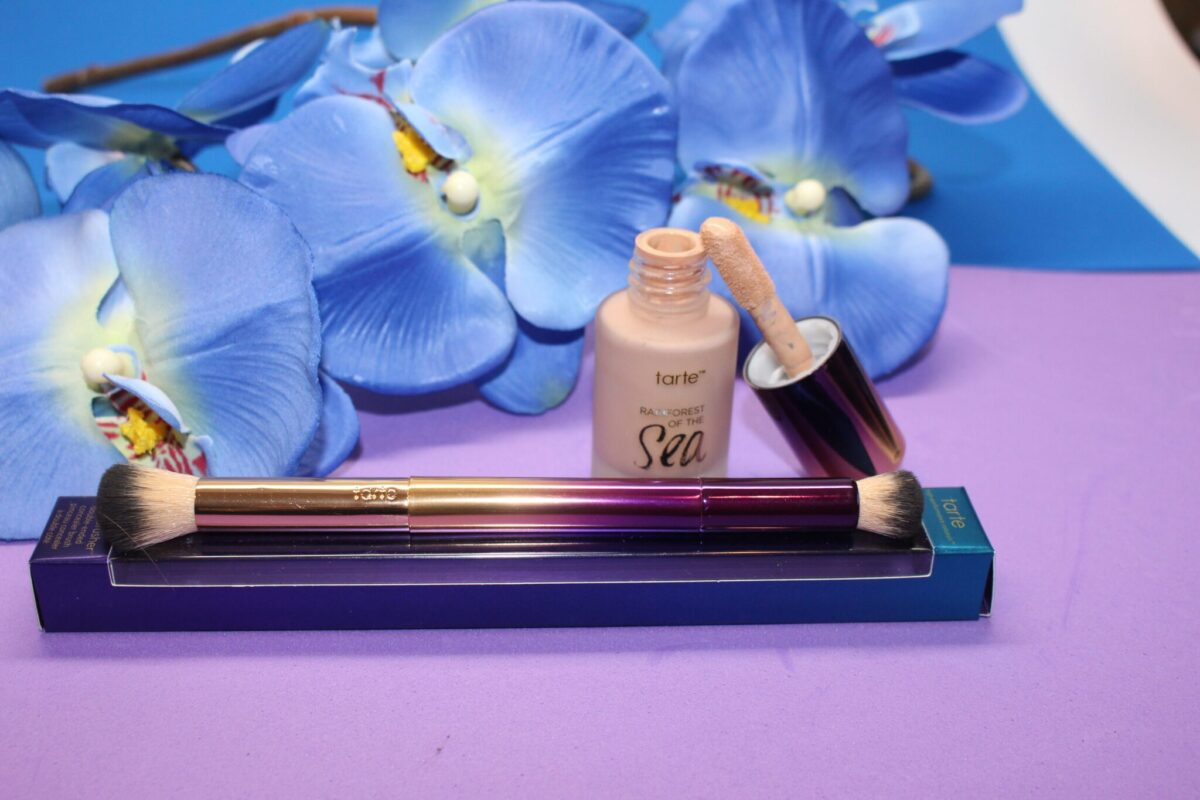 cushioned applicator wand and two-sided concealer brush