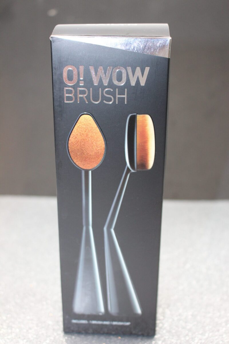 Cailyn-makeup-foundationbrush-o-wow-brush-foundationapplicater