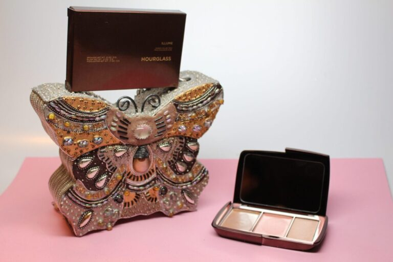Hourglass-Cosmetics-illume-sleekpackaging-moderncolorcollection-multitasking-simmerpalette-lightweighttextures