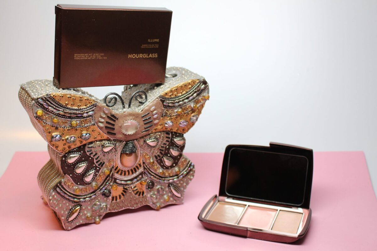 Hourglass-Makeup-Cosmetics-multitaskingpalette-moderncolorcollection-lightweighttexture-bronze-highlighter-blush