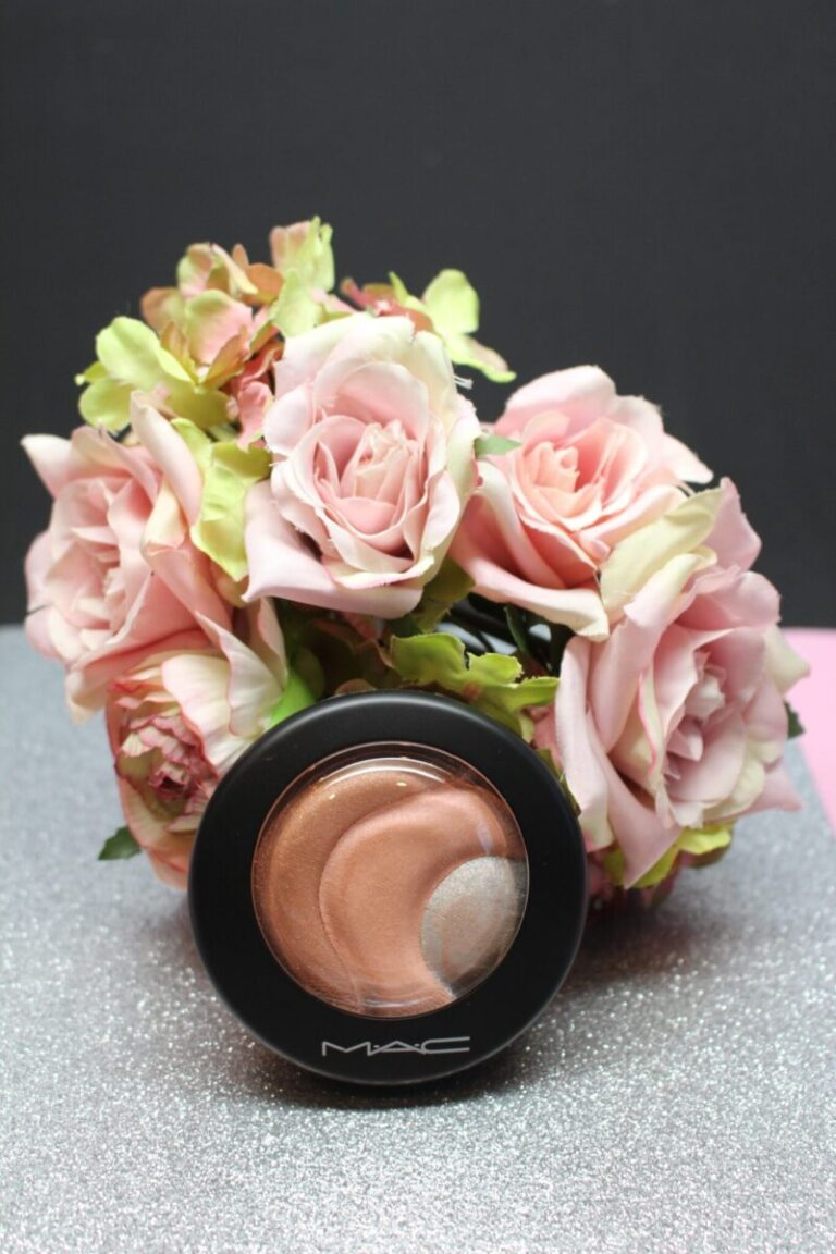 Mac-Mineralize-skin-finish-otherearthly-highlighter-makeup-beauty
