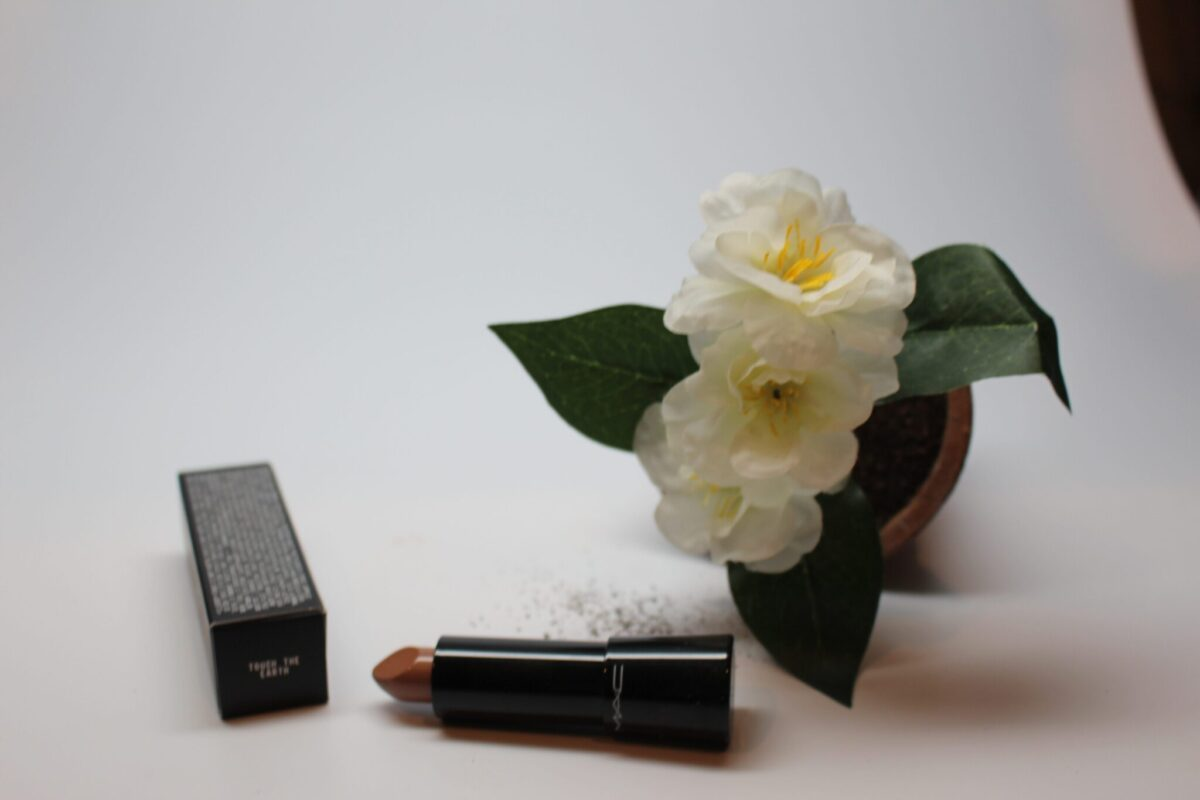 Mac Mineralize Rich Lipstick in touch of Earth