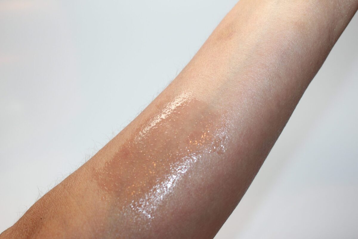 Mac lightly tauped swatch