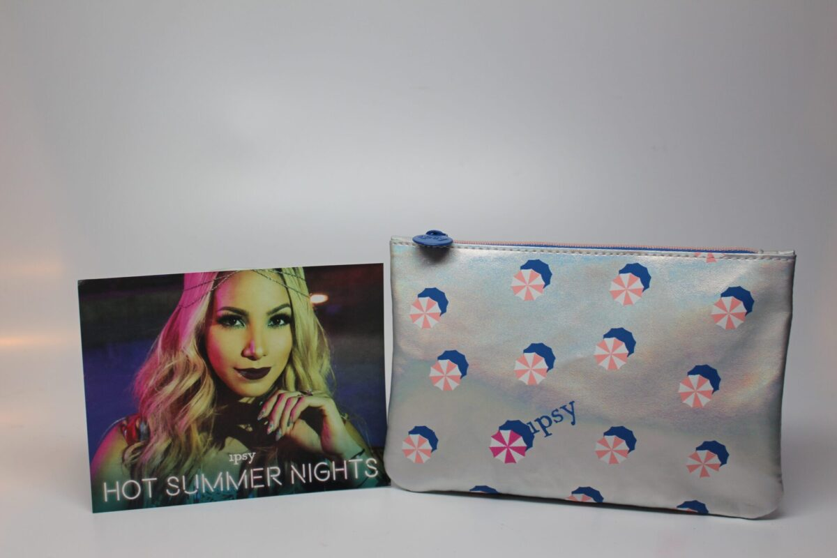 The July makeup bag included in the Ipsy bag