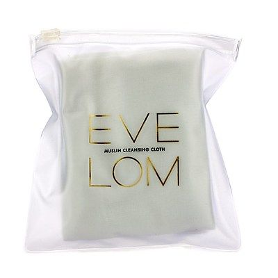 it comes with finely woven muslin cloths to help you exfoliate as you cleanse