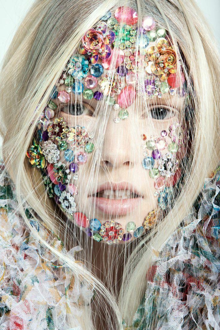 Fall2016trends-glitter-eyes-face-makeuptrends
