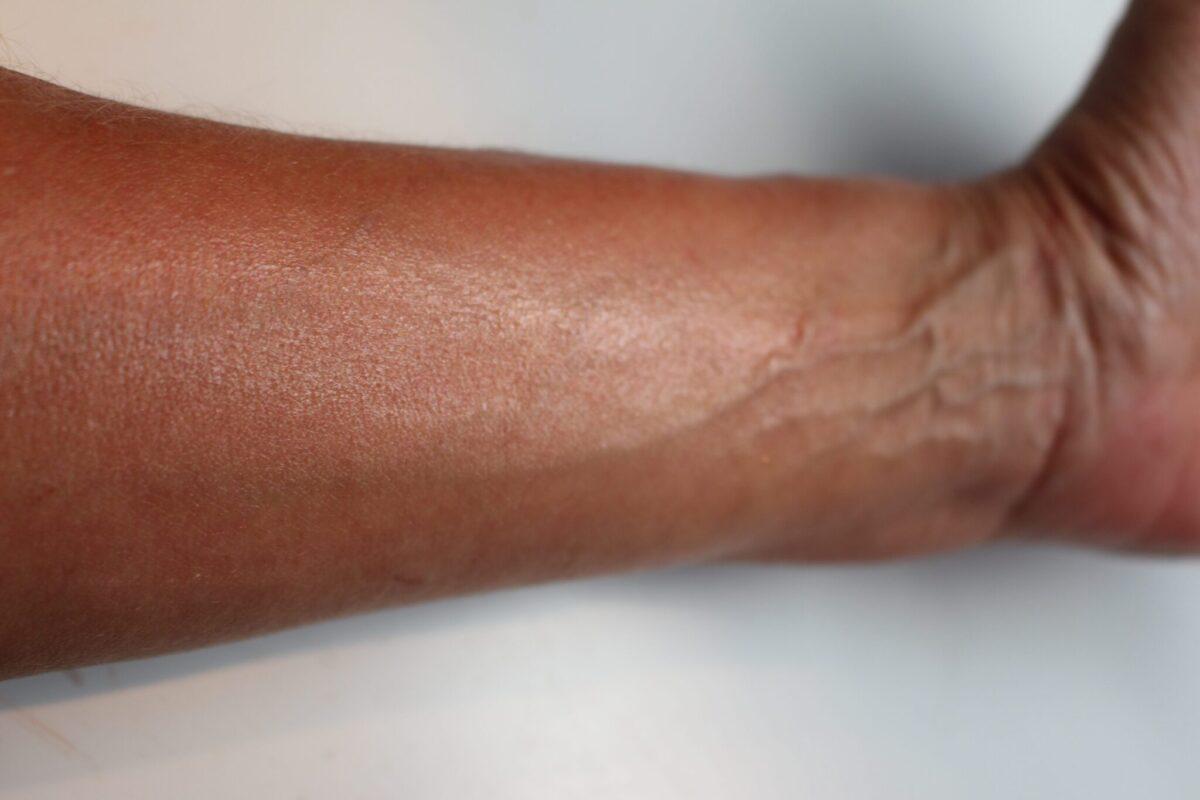JosieMaran-swatch-surreal-skin-arganfinishing-balm