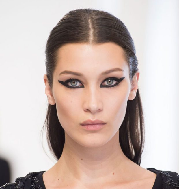 fully rimmed eyes with black liner for fall 2016
