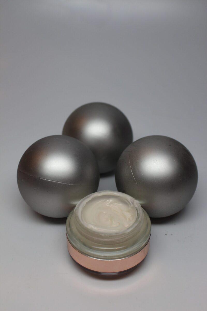 josiemaran-creamy-dreamy-argan-whippedarganoil-sheabutter-vitaminB3-primer-finisher-makeup