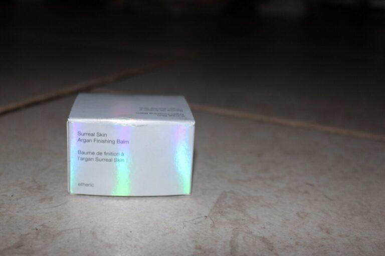 josiemaran-packaging-hologram-surrealfinishingbalm-primer-skincare-finisher