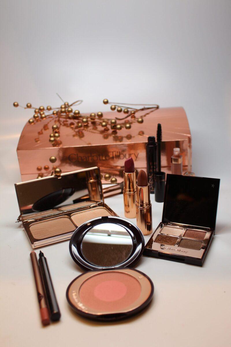 charlotte-tillbury-highlighter-bronzer-makeup-box-dolcevita-eyeshadow-mascara-lipsticks