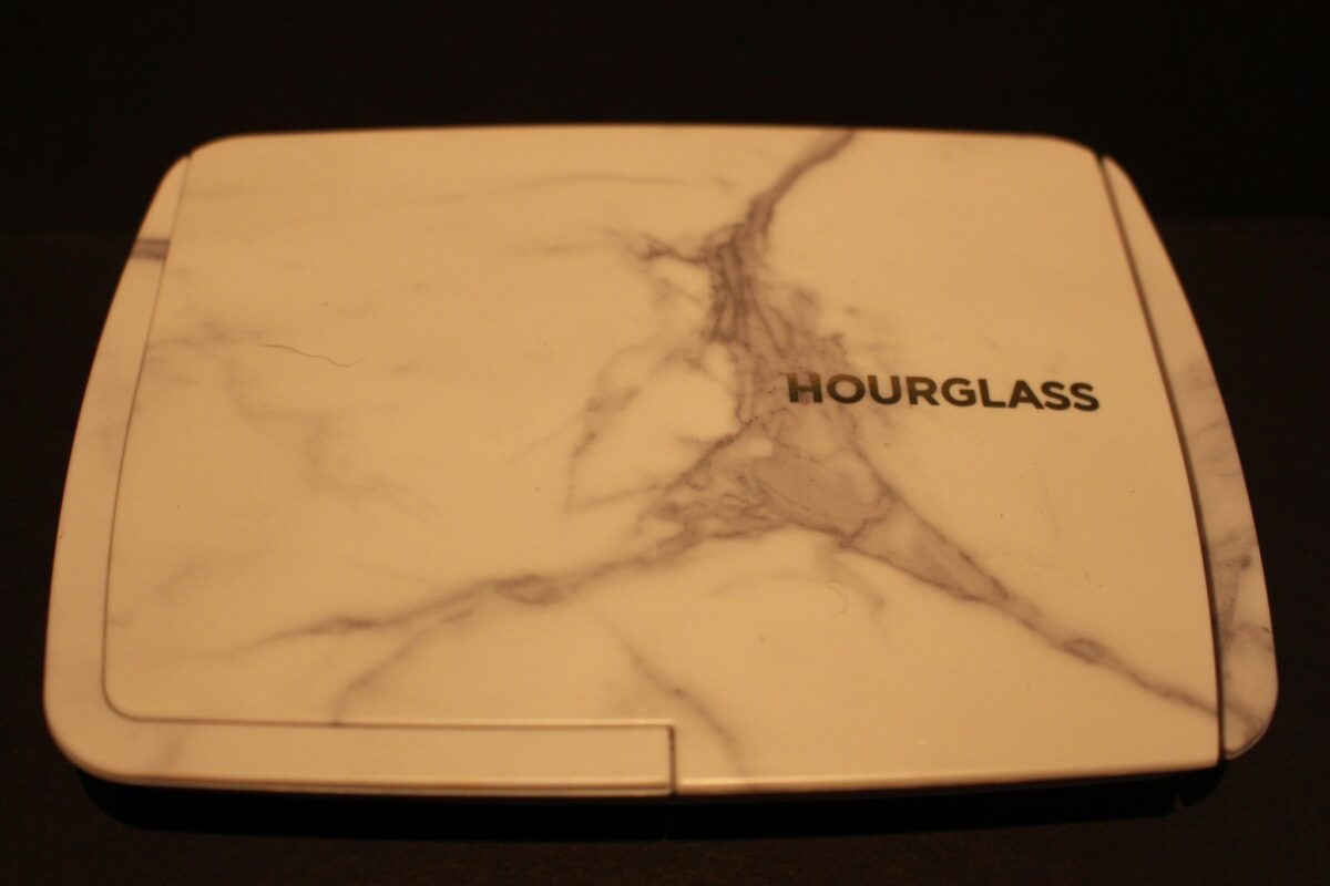 hourglass-palette-newforholiday2016-surreal-limited-edition-lighing-palette