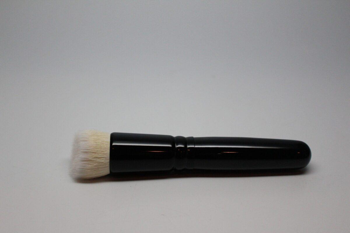 wayne-goss-redesigned-foundation-brush-sold-anniversary-set-fast-flawless-application
