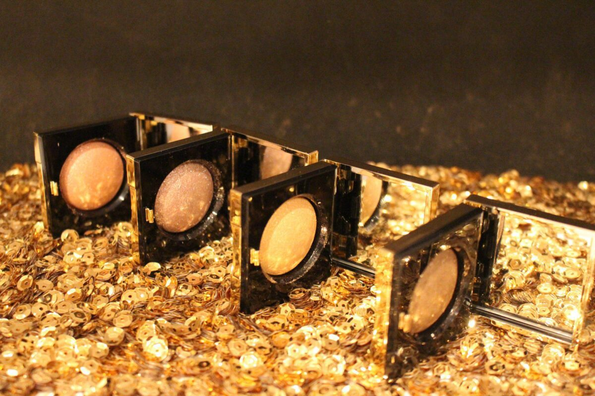 bobbi-brown-limited-edition-sequin-eye-shadow-makeup