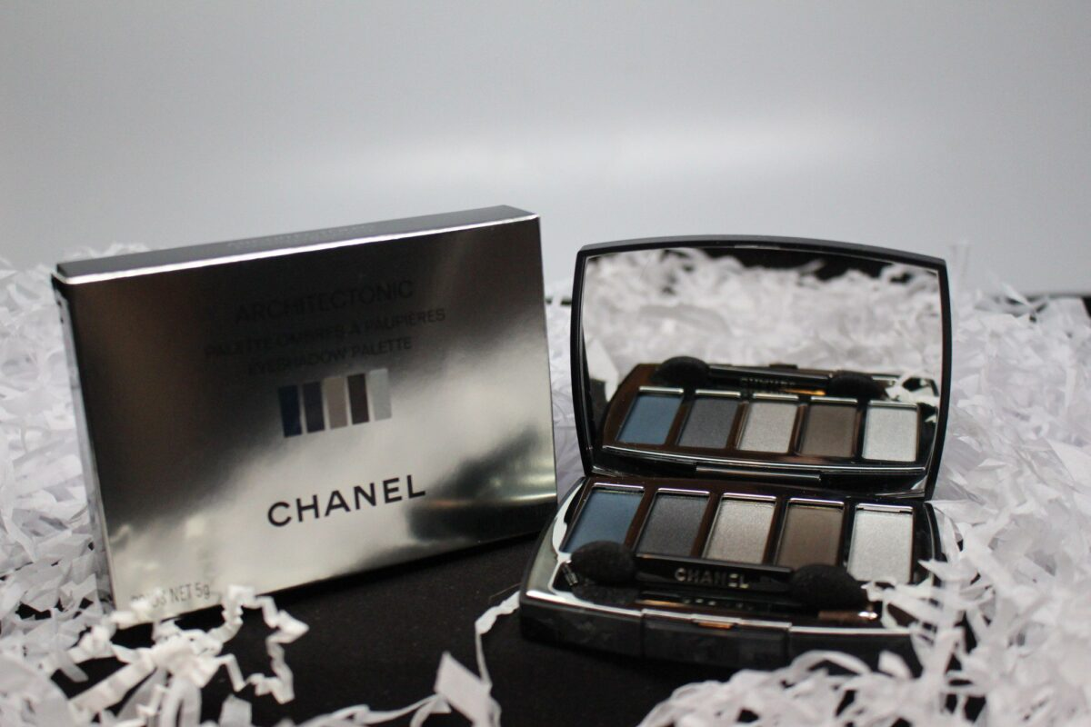 chanel-eye-shadow-palette-architonic-greys-blues-smokey-eyes-strong-pigment-makaeup