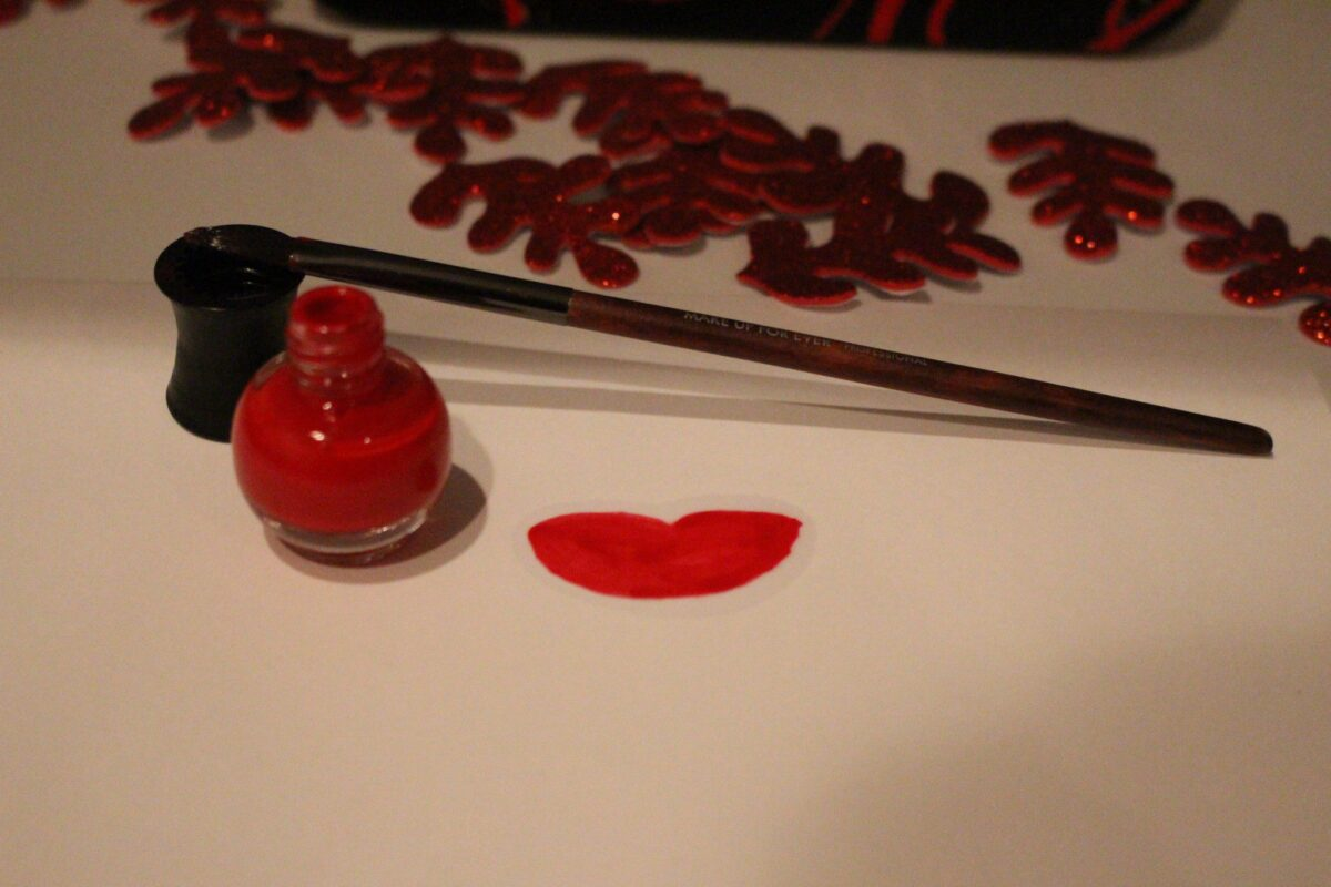 make-up-forever-lippaint-calligraphy-paintbrush-red-vibrant-bluered-lips-makeup-holiday