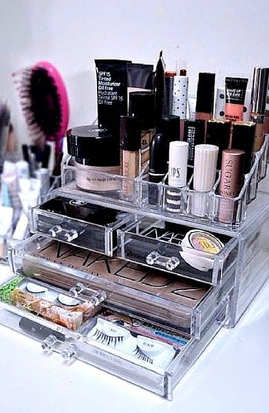 beauty-resolutions-2017-organize-makeup-in-lucite-sww-through-containers