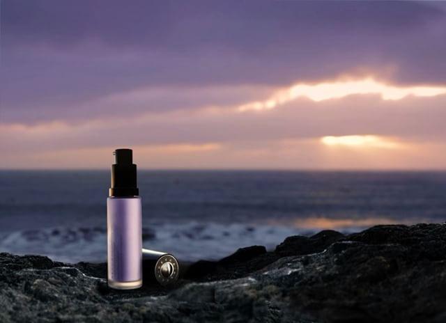 Becca-first-light-priming-filter-lavender-hue-in-bottle-goes-on-clear-gives-fresh-radiant-moisture-glow