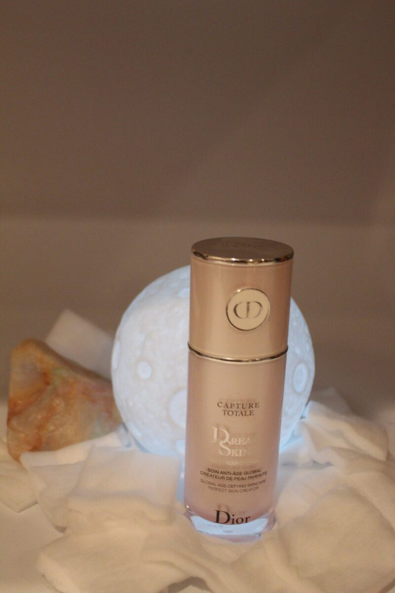 christian-dior-capture-totale-skindreamcream-award-winner-blurs-imperfections-smooths-skin