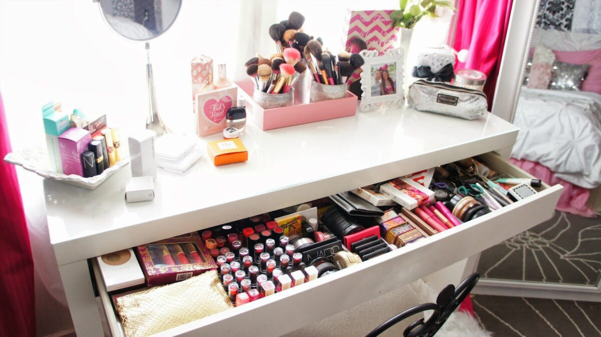 beauty-resolutions-2017-organize-your-makeup