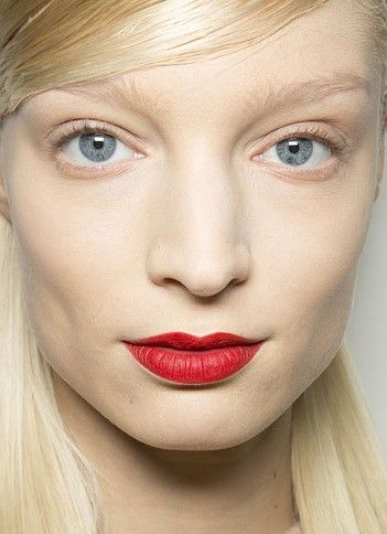 makeup-trend-trending-201-no-makeup-look-with-red-lips-red-lipstick-nomakeupmakeuplook