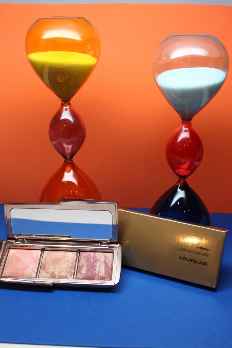 Hourglass-Ambient-strobe-lighting-blush-palette-lightingpowder-fused-with-blush-pigments-for-glowingcolor