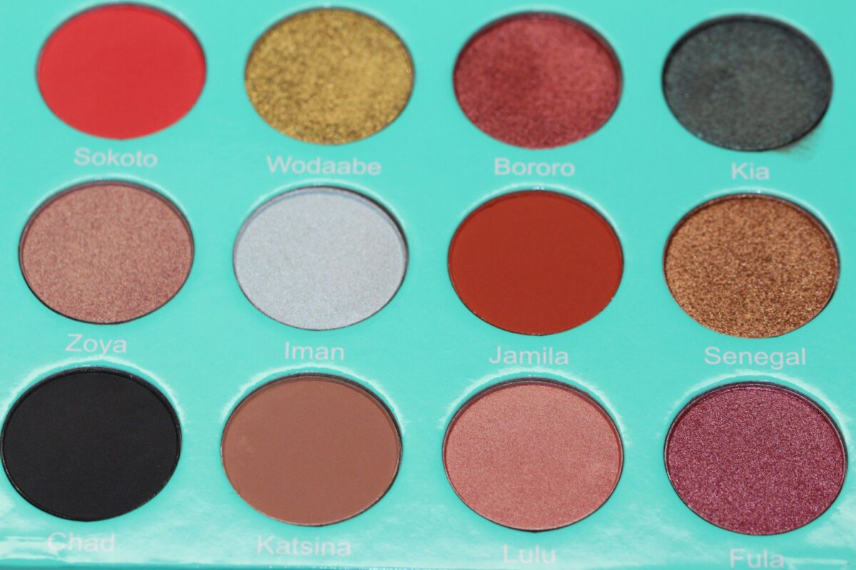 Juvias-The-Saharas-eyeshadow-palette-popsofcolor-earthlyhues-golds-elaborate-flamboyant-true-saharan-people