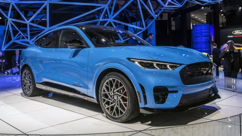 2021-ford-mustang-mach-e-la-011