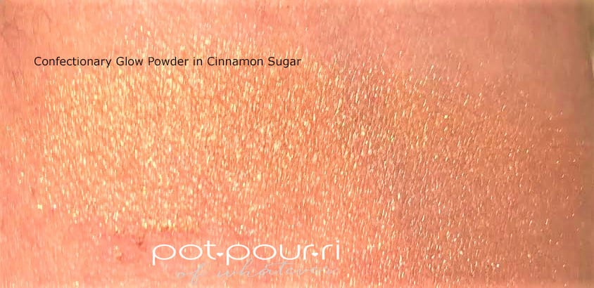 LOOSE POWDER HIGHLIGHTER SWATCH IN CINNAMON SUGAR