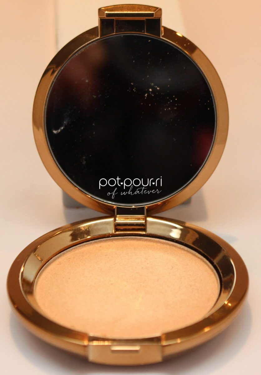 Becca-light-chaser-champagne-bellini-compact-with-mirror