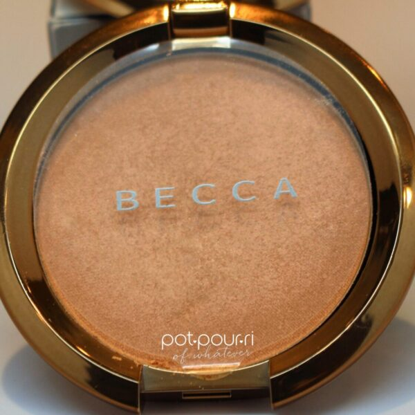 Becca-light-chaser-champagne-bellini-texture