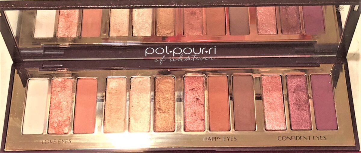 INSIDE CHARLOTTE TILBURY STARS IN YOUR EYES COMPACT MIRROR
