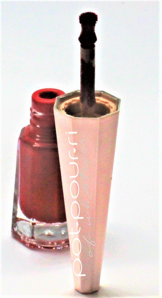 Fenty-rihanna-fluid-lip-color-uncensored-doe-foot-applicator-back