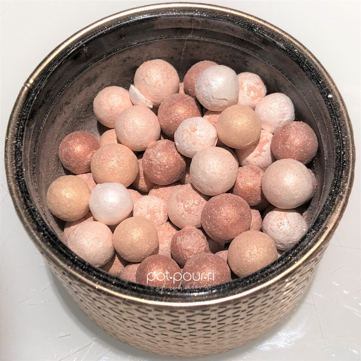 GUERLAIN METEORITES ELECTRIC PEARLS FOUR DIFFERENT COLORED PEARLS