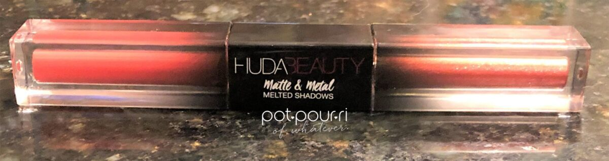 HUDA BEAUTY MATTE&METAL MELTED SHADOWS ATTACHED AT CENTER WITH BLACK EMBLEM