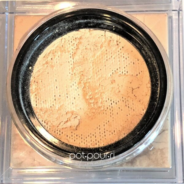 HUDA-EASY-BAKE-LOOSE-POWDER-BLONDIE