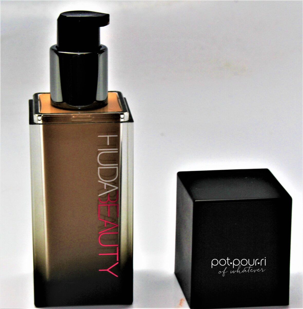 Huda-Beauty-pump-bottle-foundation