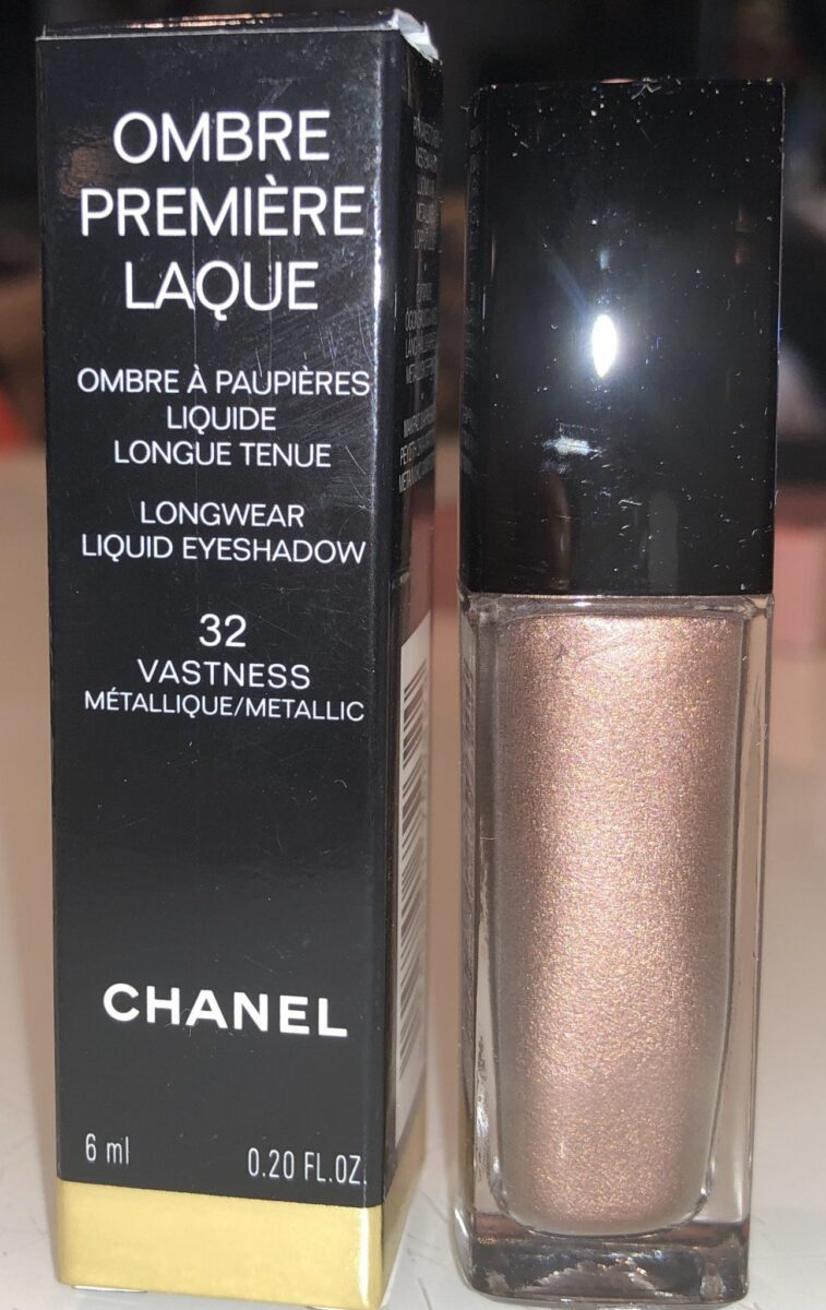 THE CHANEL LONGWEAR LIQUID EYESHADOW OMBRE PREMIERE LAQUE IN THE SHADE VASTNESS