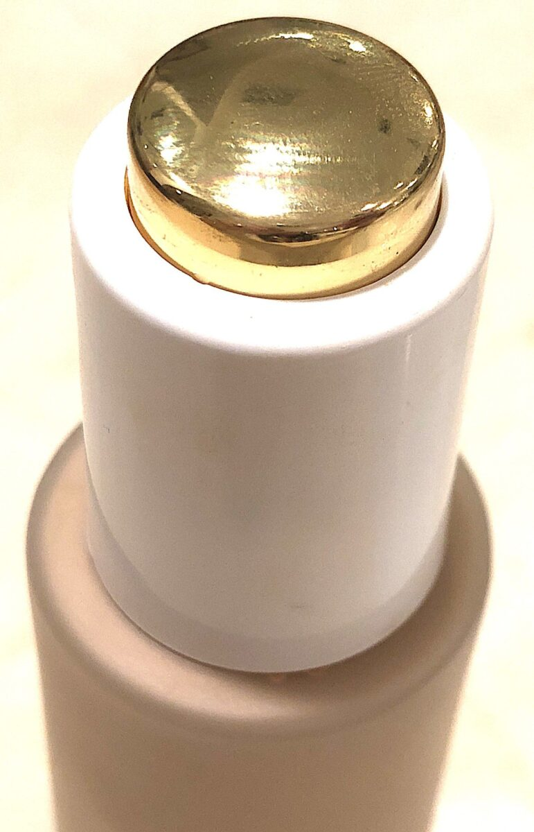GOLD BUTTON ON LID