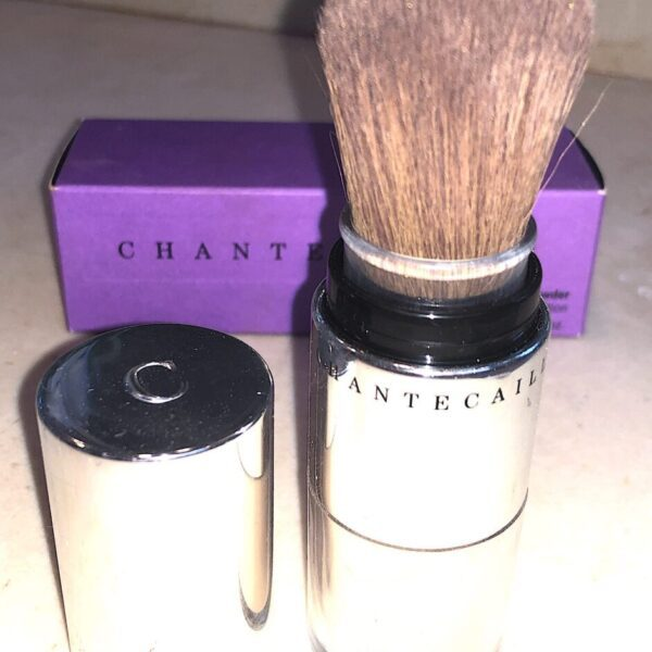 CHANTECAILLE HD PERFECTING LOOSE POWDER COMES IN A LUXE SELF-DISPENSING BRUSH