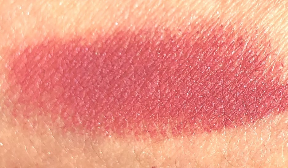 SWATCH OF THE ROUGE ALLURE VELVET EXTREME IN 132 ENDLESS