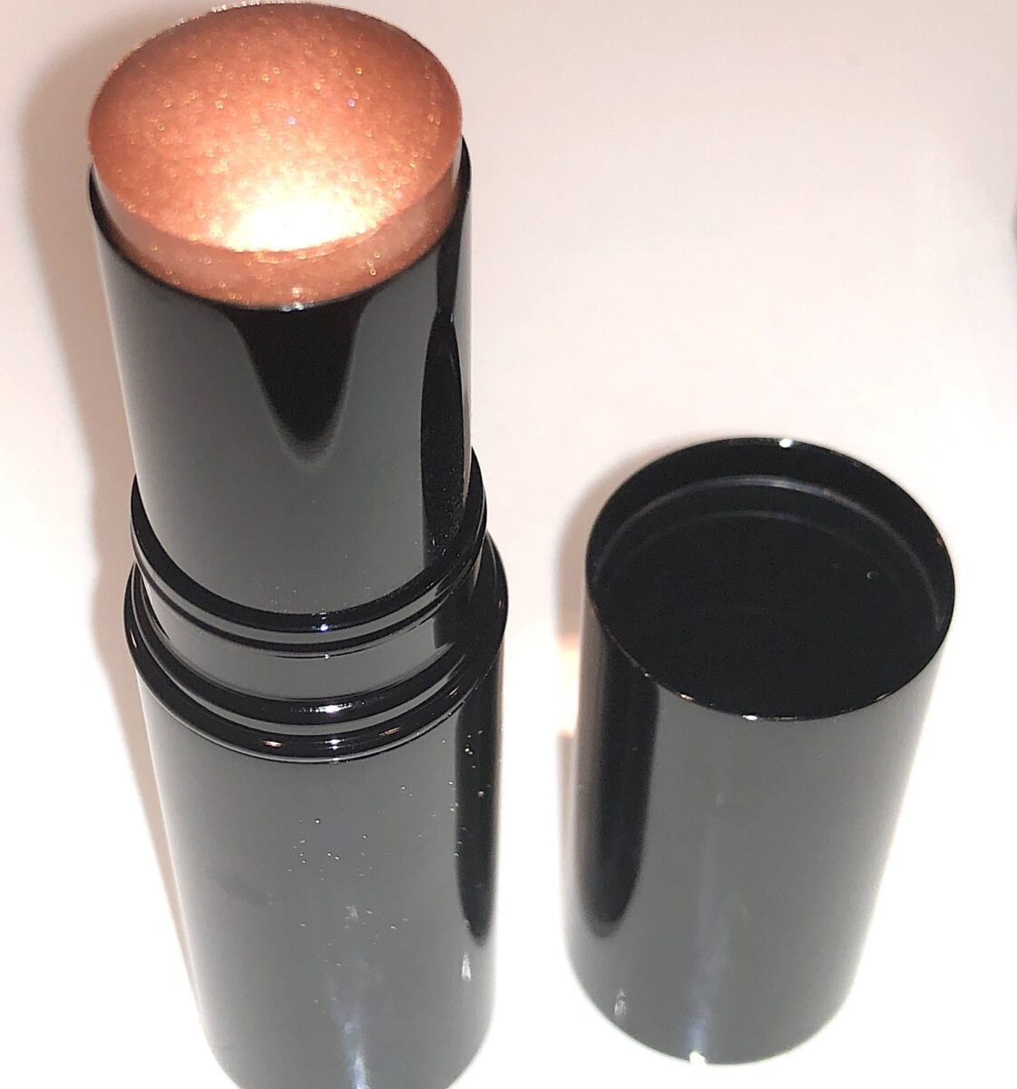 THE TUBE FOR THE BAUME ESSENTIAL HIGHLIGHTER GLOW STICK