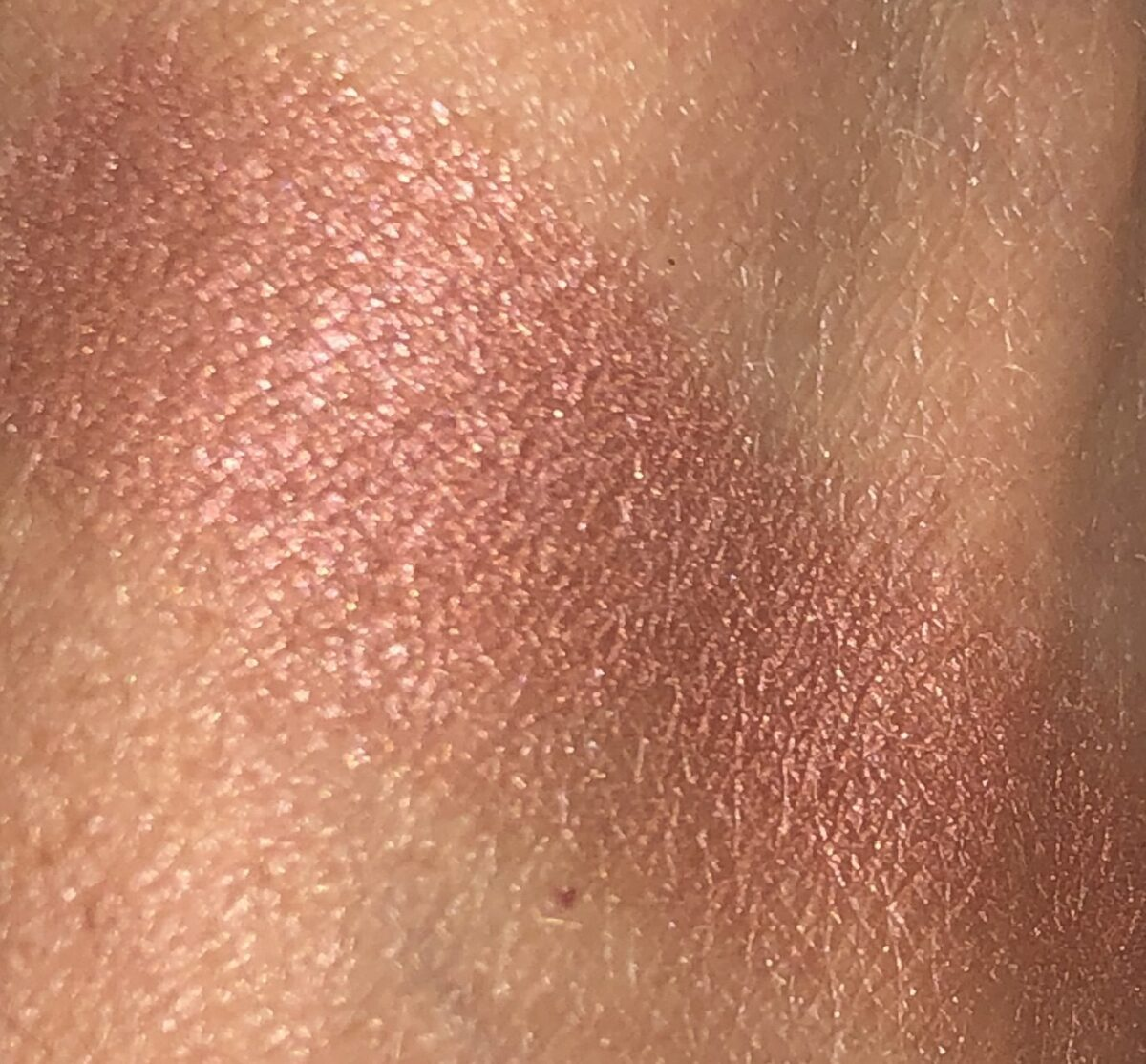 Les Chaines De Chanel Illuminating Blush Powder swatch