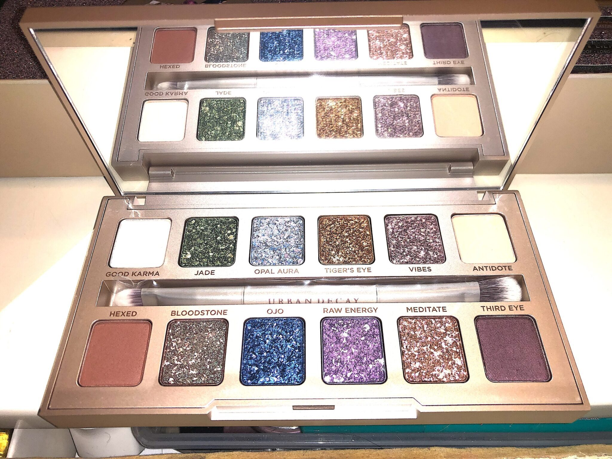 INSIDE THE STONED VIBES EYESHADOW PALETTE