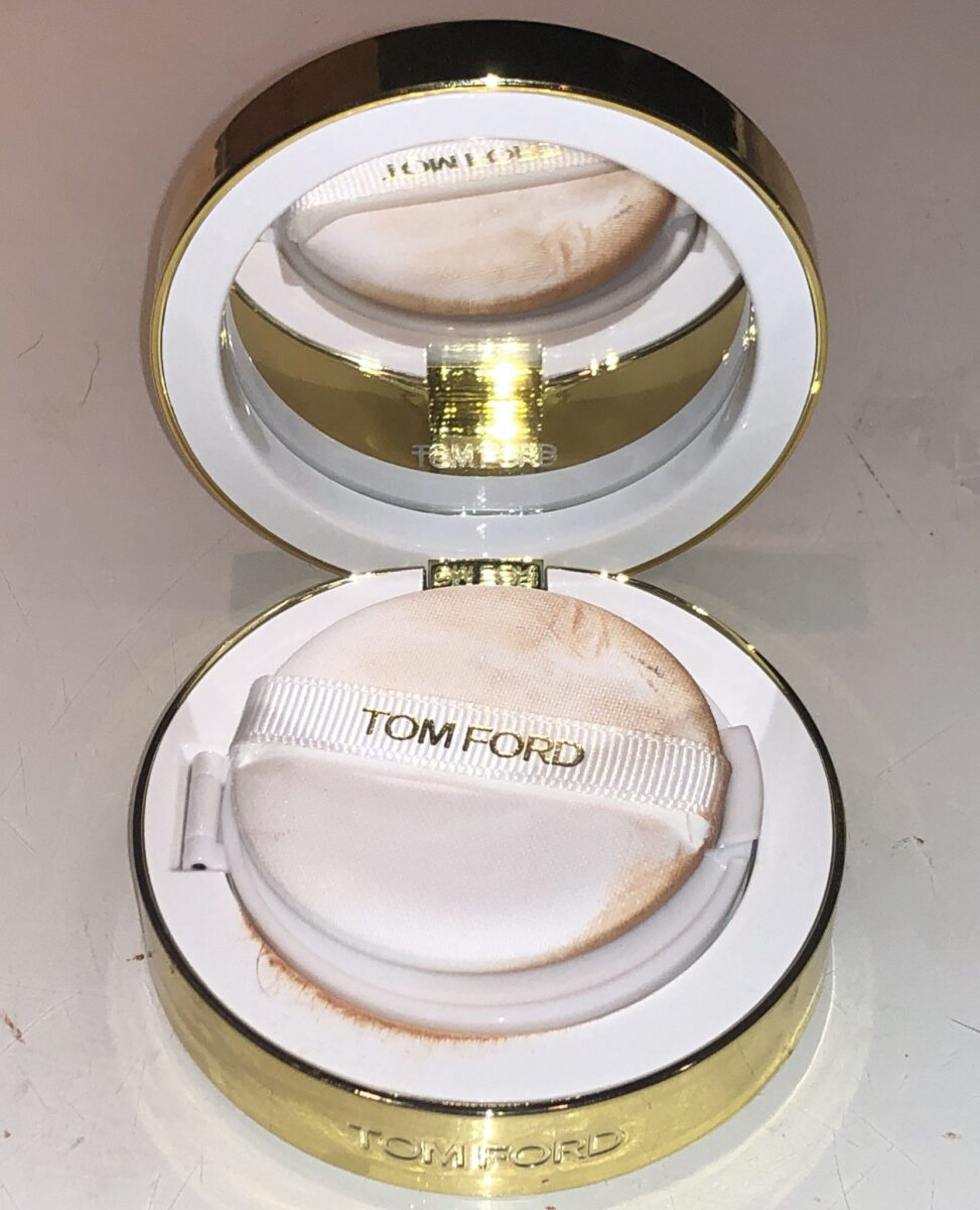 TOM FORD SOLEIL GLOW HYDRATING CUSHION COMPACT OPENED WITH MIRROR AND APPLICATOR SPONGE