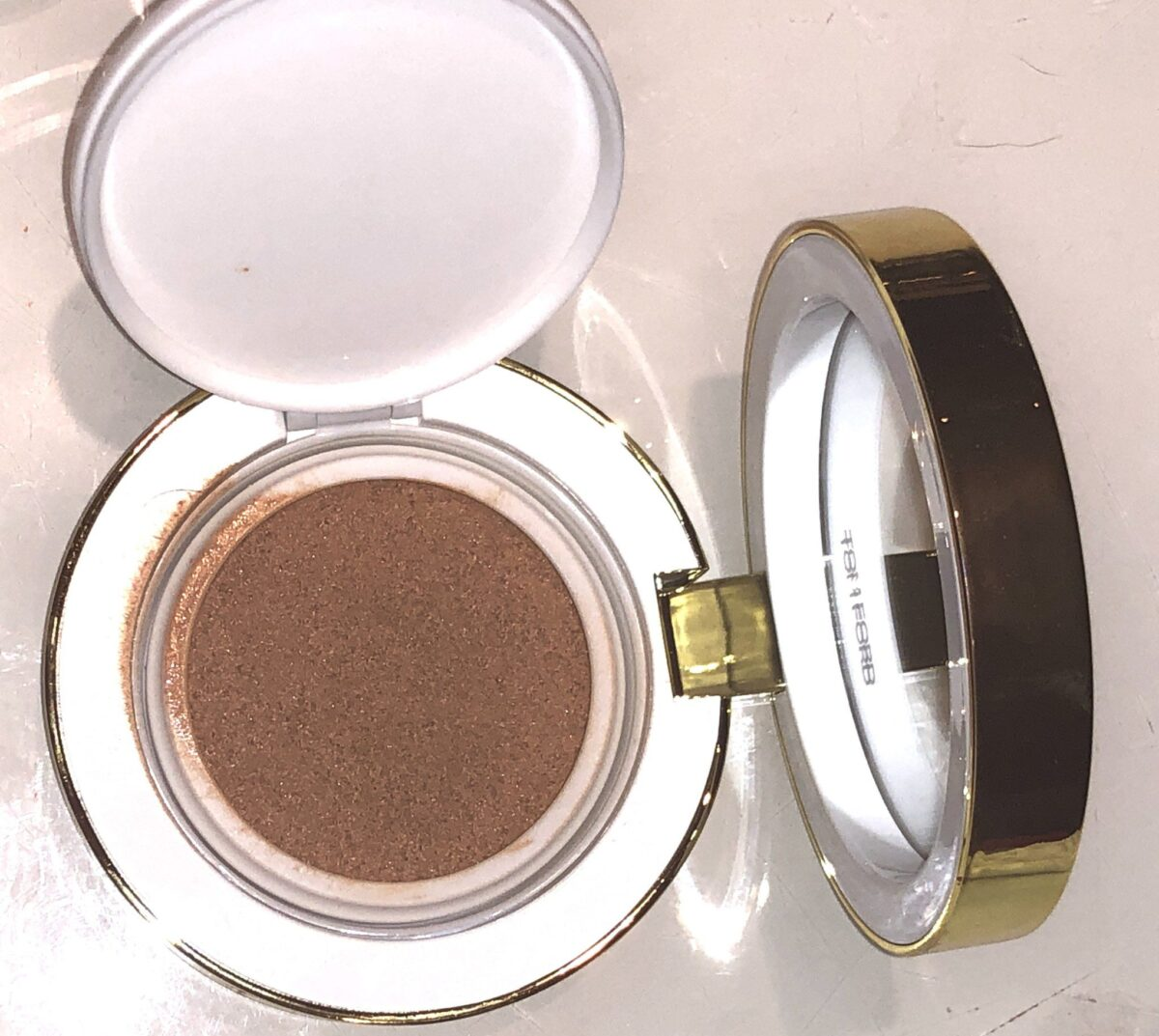 TOM FORD SOLEIL GLOW HYDRATING CUSHION COMPACT IN WAQRM BRONZE