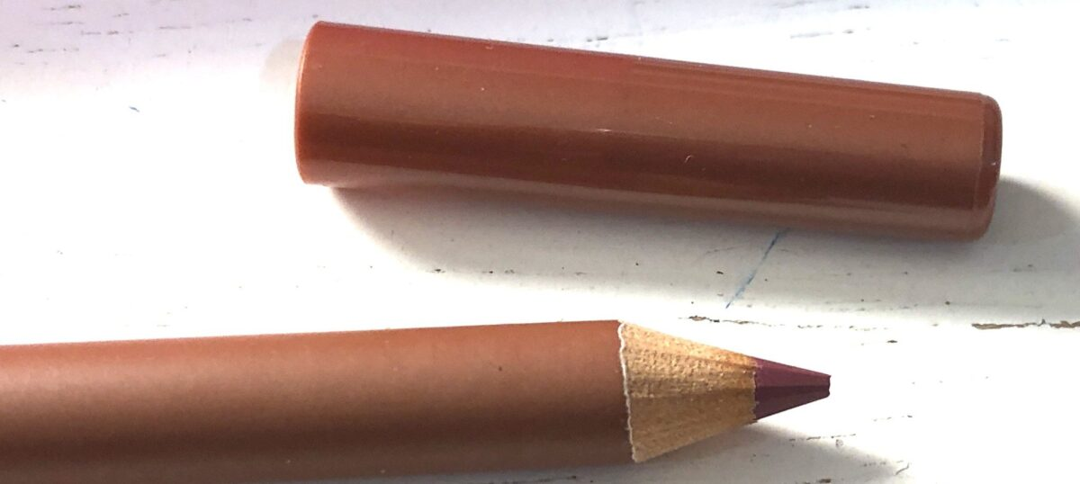 VOGUE LIP PENCIL