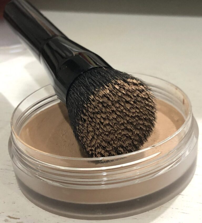 BRUSH WITH KEVYN AUCOIN FOUNDATION BALM