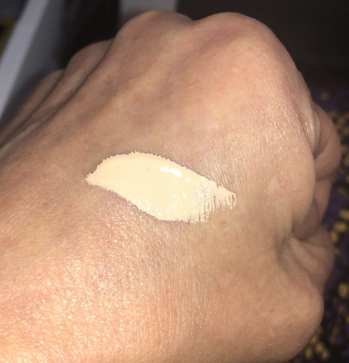 SWATCH OF THE HOURGLASS VANISH AIRBRUSH CONCEALER IN SEPIA