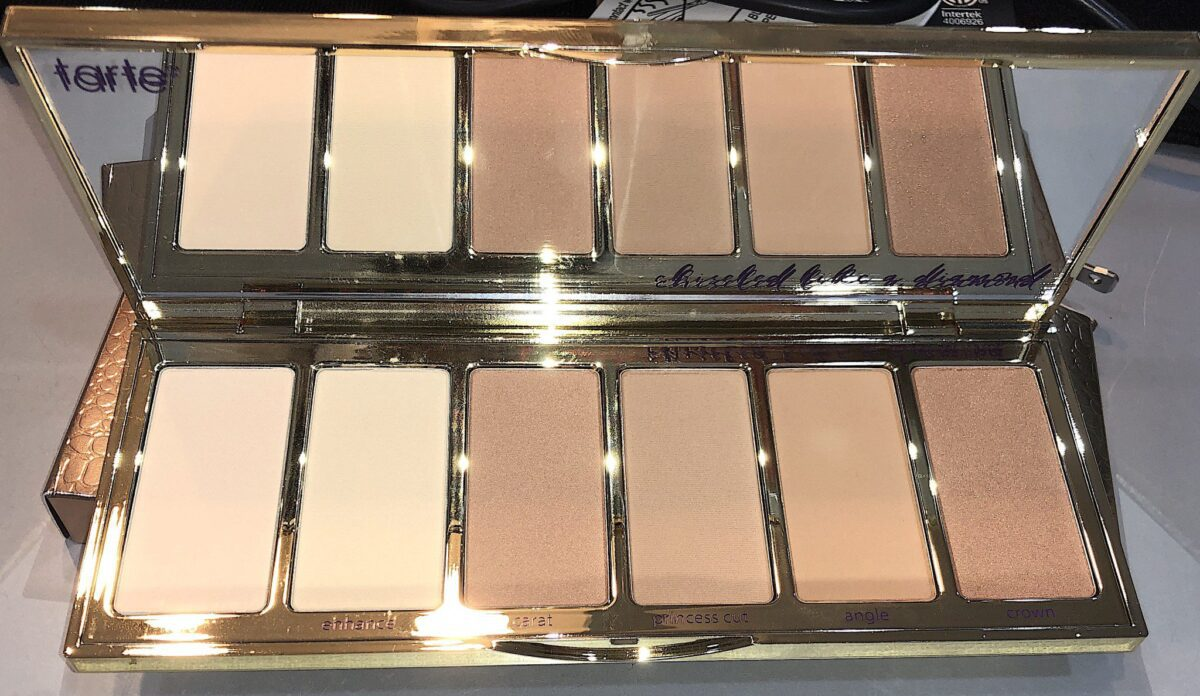 PARK AVENUE PRINCESS BRONZE AND HIGHLIGHT FACE PALETTE COMES IN A CASE AND HAS A FULL-SIZED MIRROR